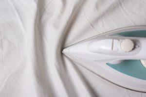 Как правильно погладить простынь на резинке
