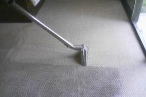 Чем и как чистить ковролин в домашних условиях