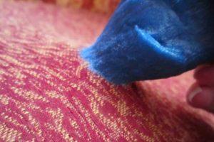Чем и как отстирать лизуна с одежды