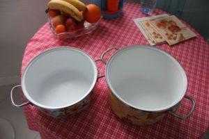 Чем отмыть эмалированную кастрюлю внутри от желтизны