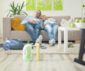Как чистить диван в домашних условиях разными способами