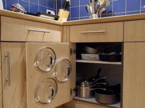 Как хранить крышки от кастрюль на кухне, чтобы они занимали мало места