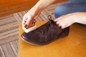 Как и чем чистить замшу в домашних условиях