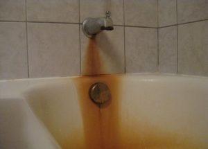Как и чем можно отмыть ржавчину в ванной