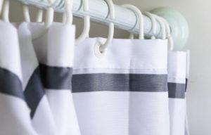Как и чем отмыть шторку в ванной от желтизны