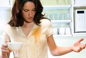 Как и чем вывести пятна от чая с одежды