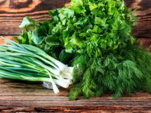 Как надольше сохранить зелень свежей в холодильнике