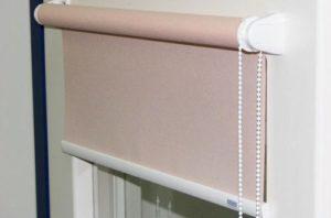 Как нужно правильно мыть рулонные шторы в домашних условиях