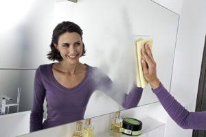 Как отмыть зеркало без разводов в домашних условиях