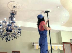 Как правильно чистить натяжной потолок