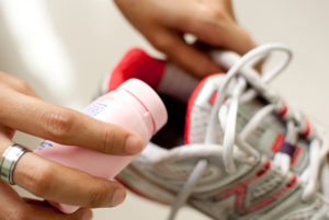 Как правильно избавиться от неприятного запаха в обуви в домашних условиях