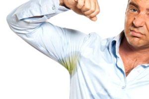 Как удалить пятна от дезодоранта под мышками на одежде