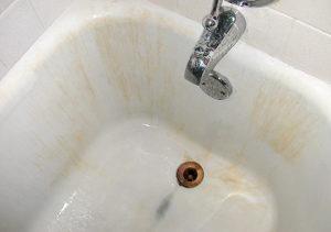 Каким средством можно отмыть ванну