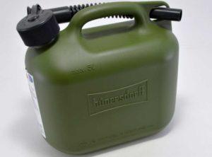 Можно ли хранить бензин в пластиковой канистре в домашних условиях