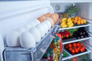Сколько времени можно хранить сырые яйца в холодильнике
