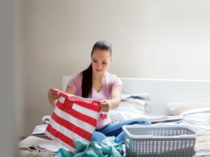 Как можно быстро отстирать ручку с одежды в домашних условиях