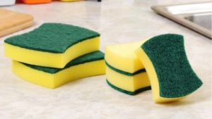Как часто нужно менять кухонные губки для мытья посуды